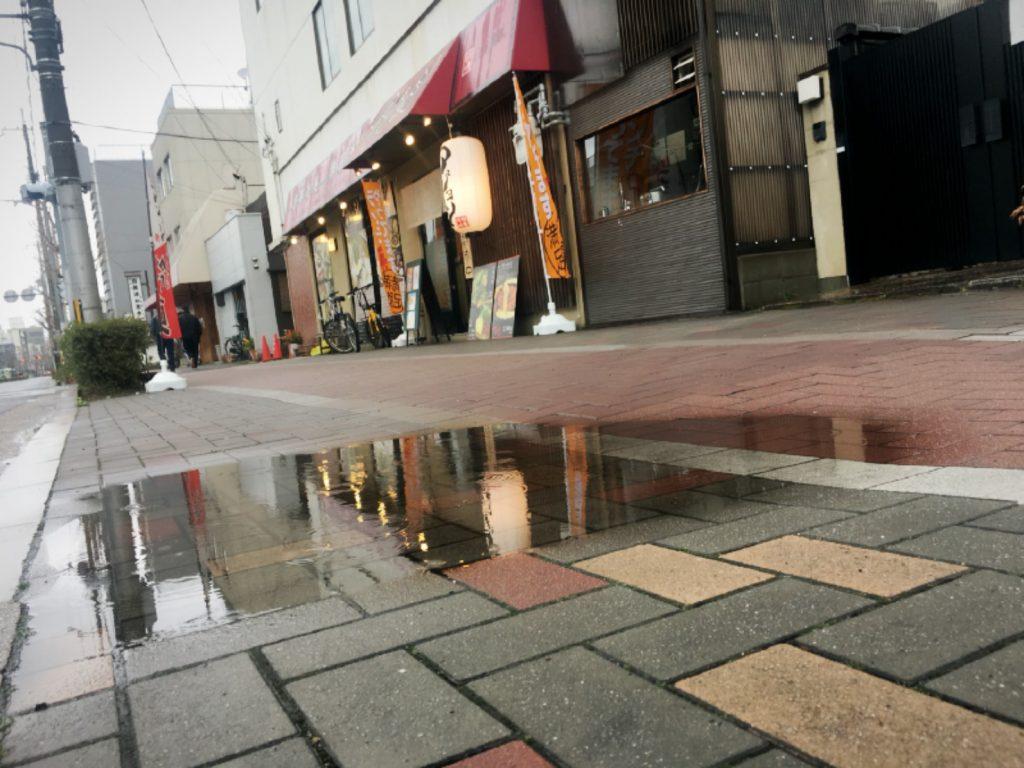 京都 韓国料理 アジョシ百万遍店 雨 春先
