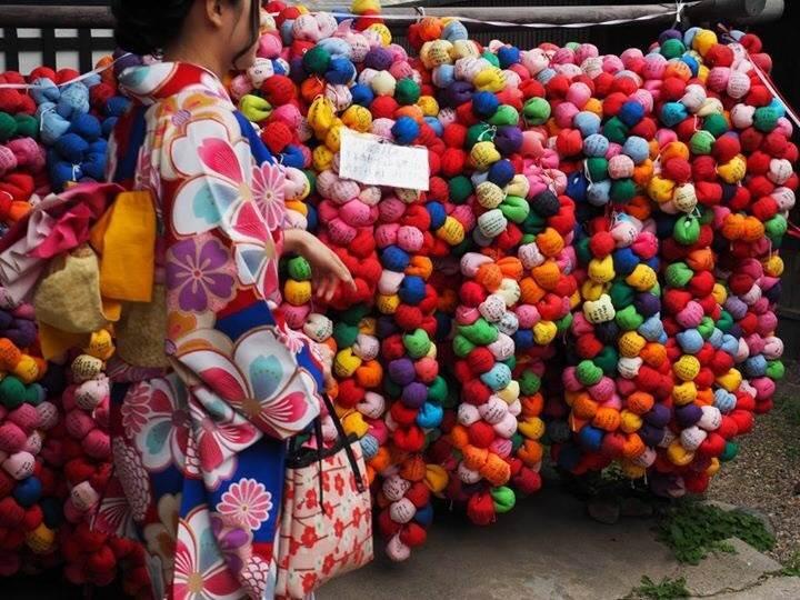京都 金剛寺(通称:八坂庚申堂)カラフル くくり猿 着物