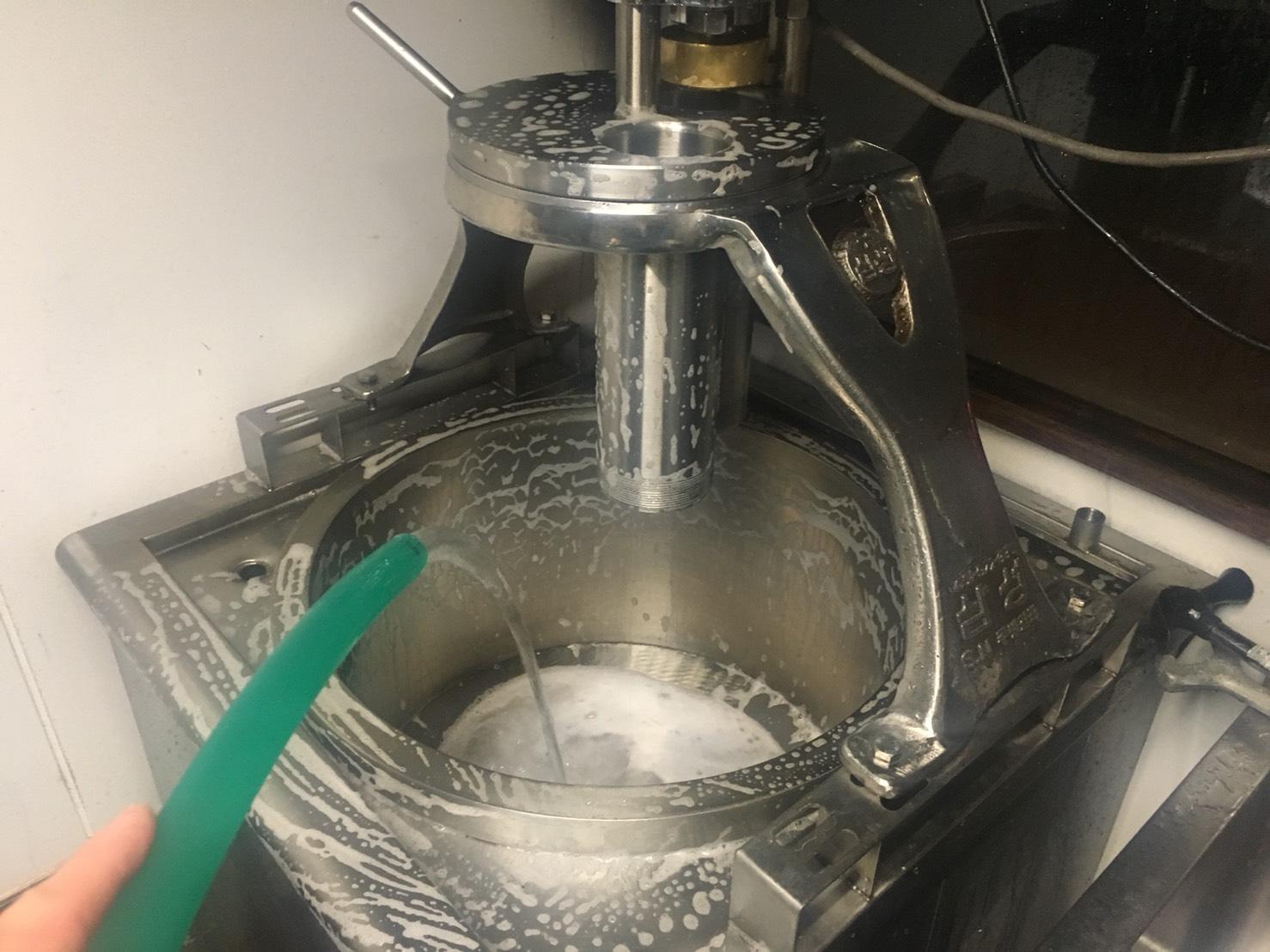 京都 アジョシ 韓国料理 冷麺 製麺機